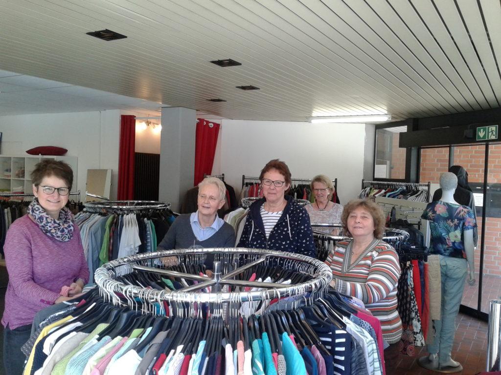 Die fleißigen Helferinnen der SkF Boutique